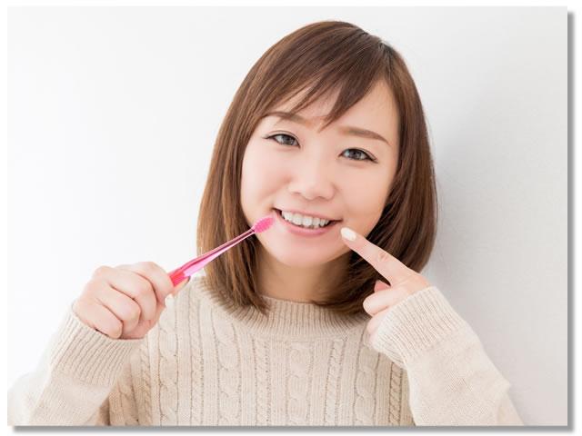 キレイな白い歯の女性